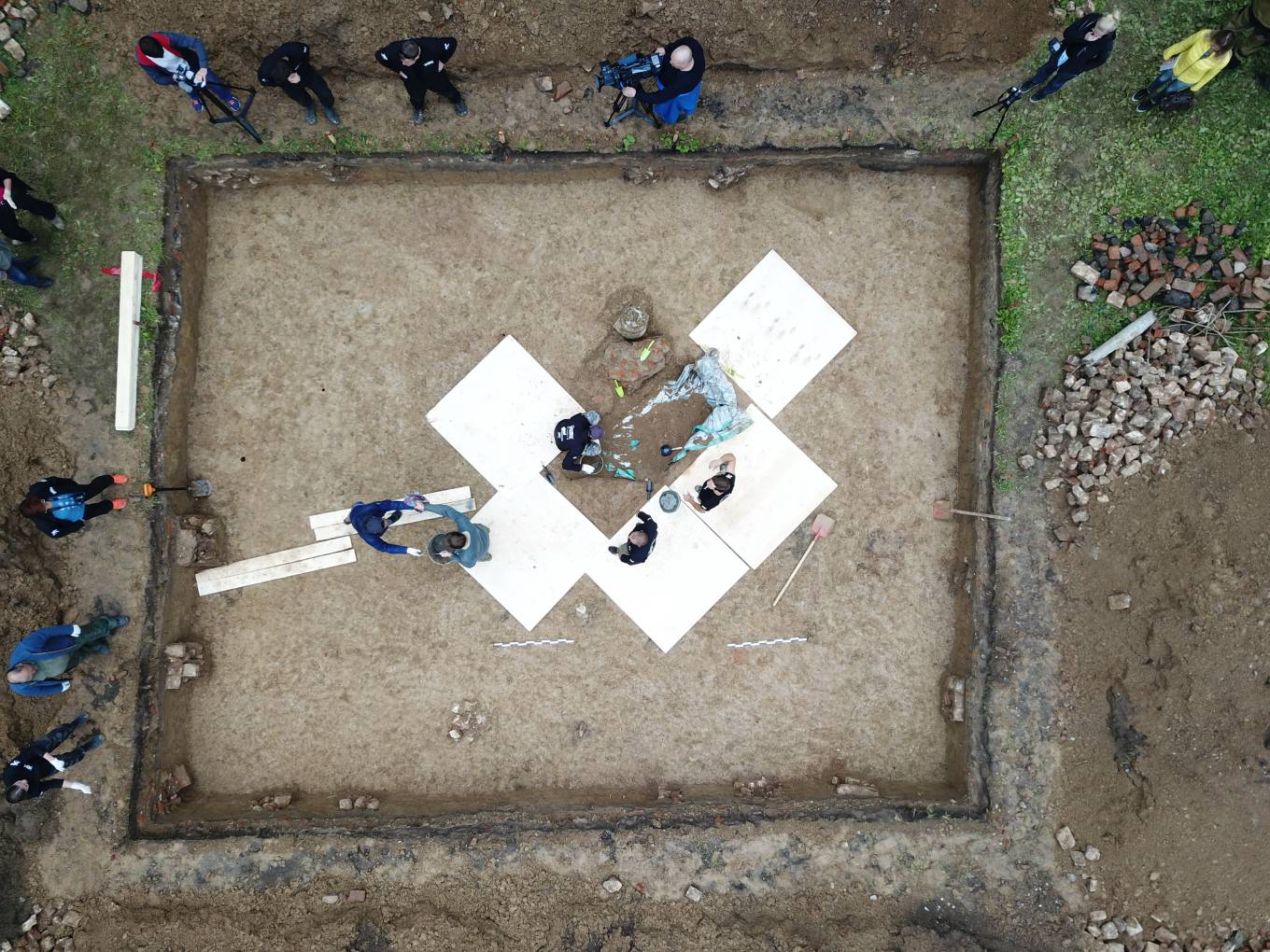 Smolensk 1812-2019 expedition finds a 19th century grave