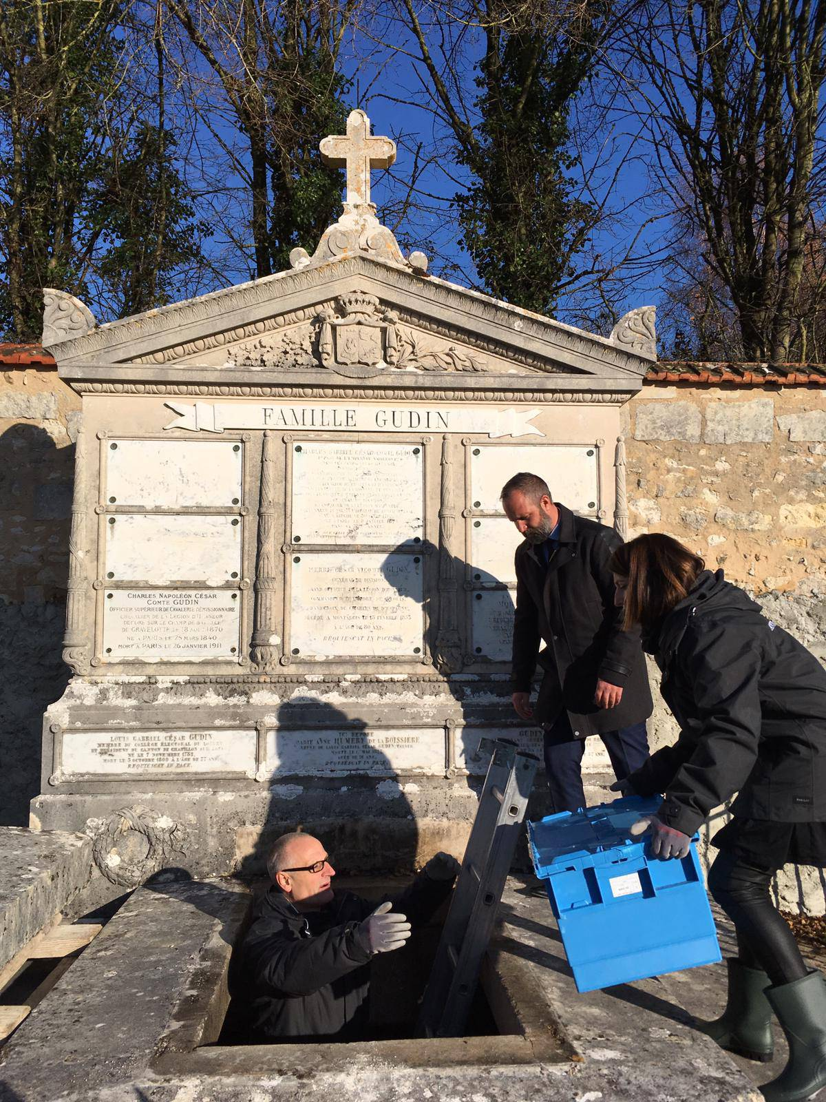 French anthropologists open the Gudin family grave
